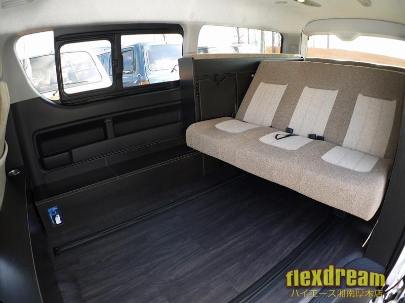 2段ベッドサブバッテリー搭載の本格派ライトキャンピングカー3列シートハイエースワゴン