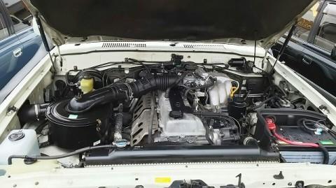 ランクル80白ガスマニ・エンジンルーム