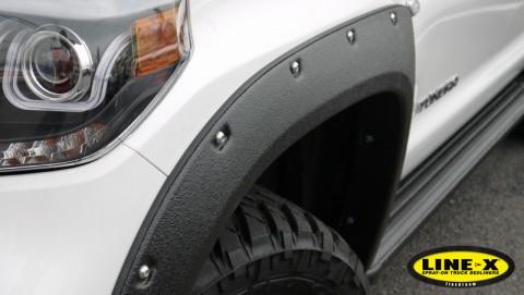 USトヨタ タンドラ オーバーフェンダーにLINE-X塗装(ブラック)