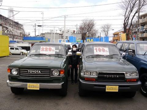 左から…ランクル80丸目・カーライフアドバイザー柴田・ランクル80角目です!