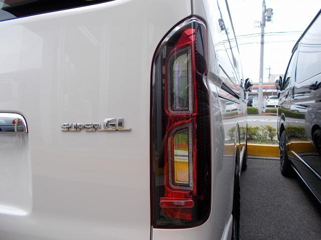 200系ハイエース・コプラス・プラチナムLEDテールランプ (1)