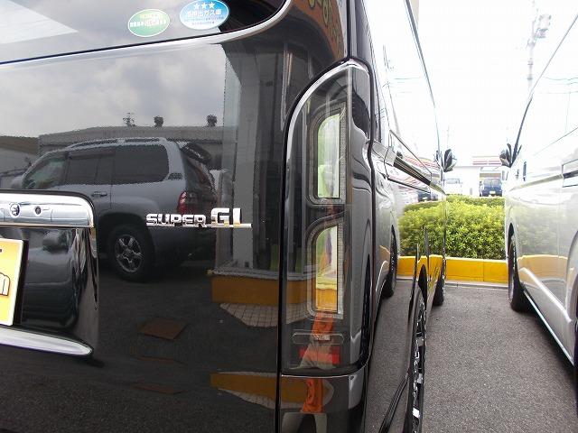 200系ハイエース・コプラス・プラチナムLEDテールランプ (2)
