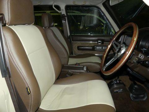 オリジナルシートカバー装着で清潔感ありますね。色合いも統一感のあるブラウン/ベージュです♪