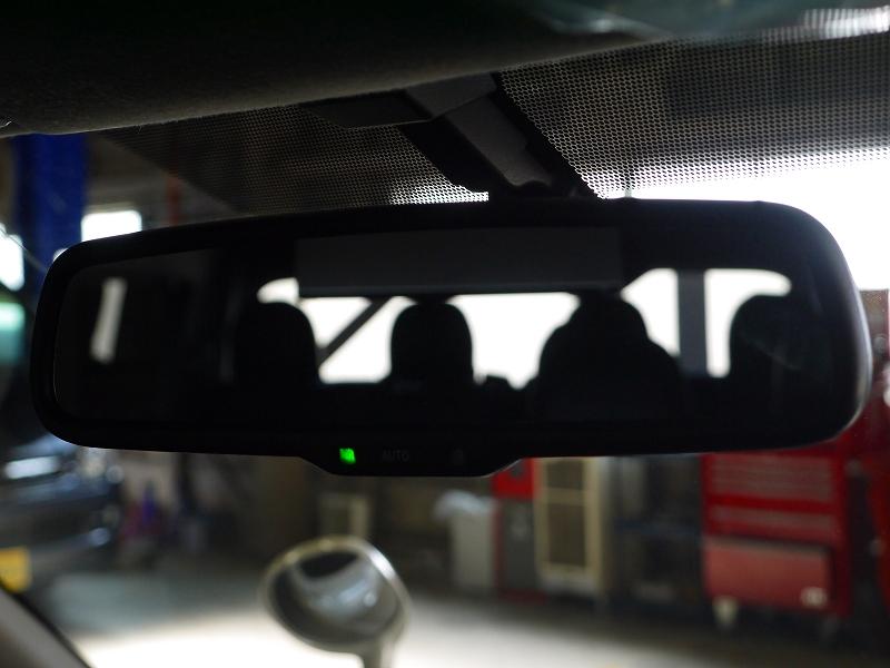 バックモニター内蔵自動防眩インナーミラー