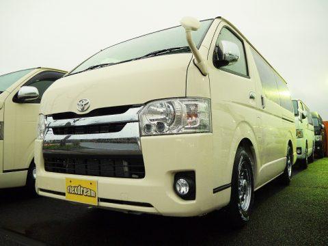 200系ハイエースS-GL特別注文色のライトイエロー 新車カスタム販売車両♪