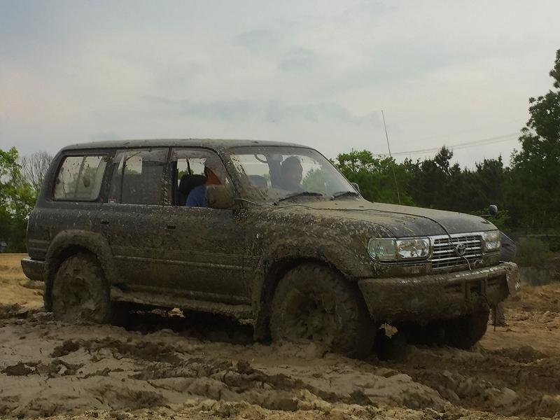 ランクル80が泥んこになるまで遊びました