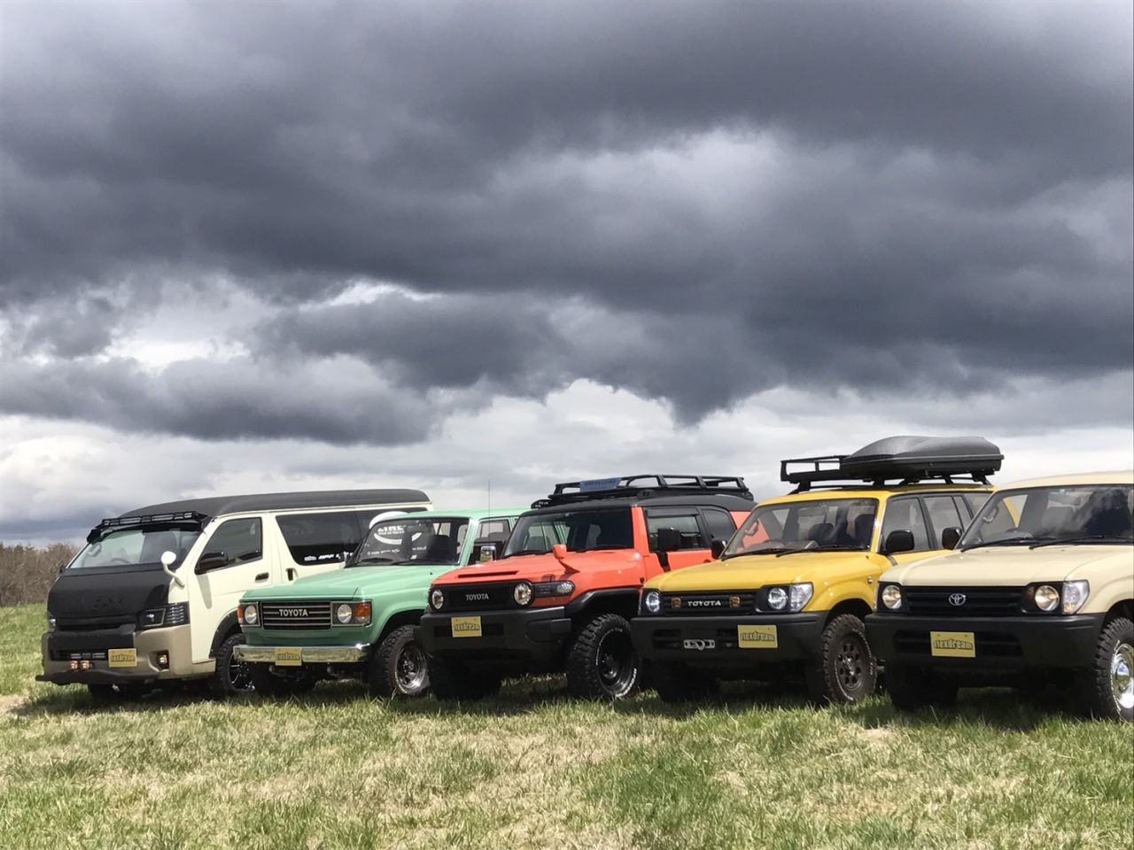 Ogawaテント展示会に出展した車たちで記念写真