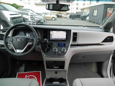 2017年モデル シエナ XLE AWD 8速AT パールホワイト グレー