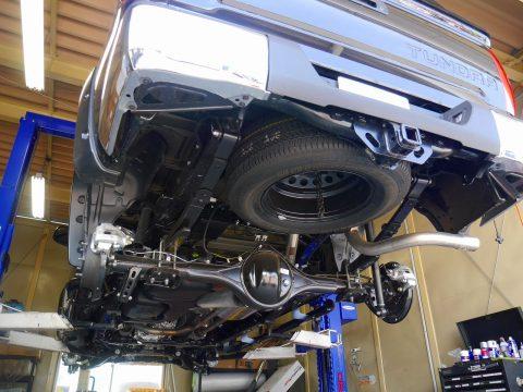 タンドラ クルーマックス SR5 4WD リフトアップ 下回り