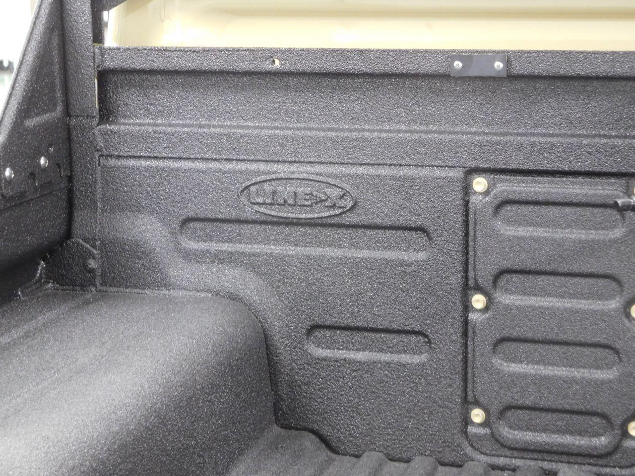 ランクル79 荷台 塗装式ベッドライナーLINE-Xロゴ