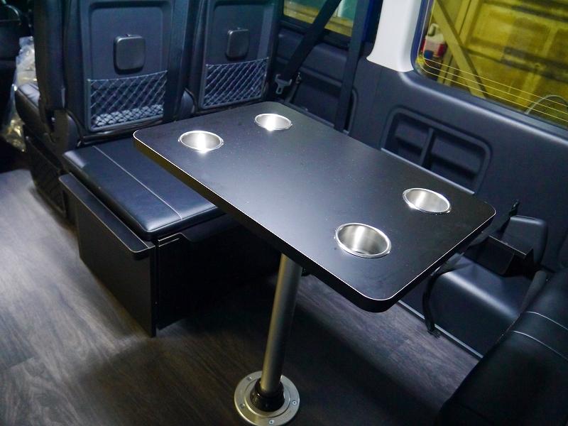 脱着式テーブルは健在の後ろ向きFD-BOX0
