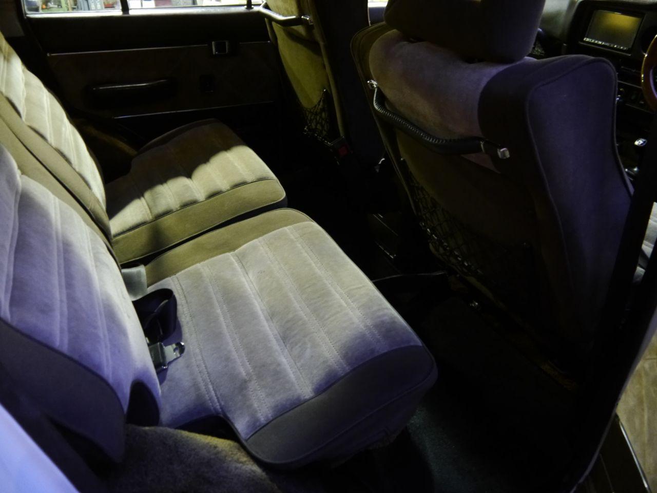 ランクル60VX 後部座席