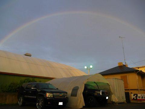 シボレー タホ 虹