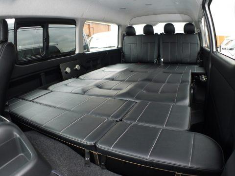 フルフラットで車中泊も♪ゆったりと広々としたスペースでゴロゴロ♪