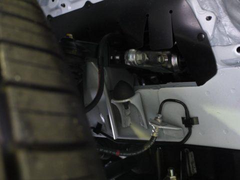 玄武・リバンプストッパーをハイエースワゴン4WDに取り付けいたしました★
