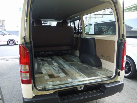 M様に納車したライトイエローのDXバンをカスタム【シートカバー・床張り】いたしました (2)