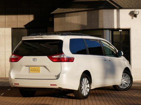 新車シエナ 4WD XLE 2017年モデル (1)