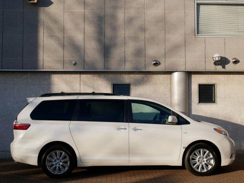 新車シエナ 4WD XLE 2017年モデル (4)