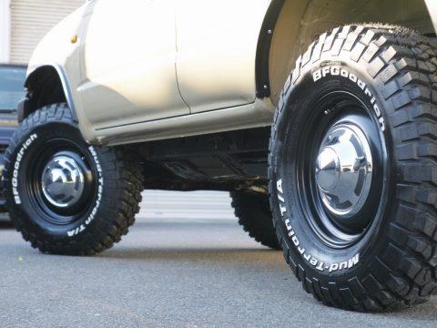2インチリフトアップに、新品タイヤ&ホイールをインストール