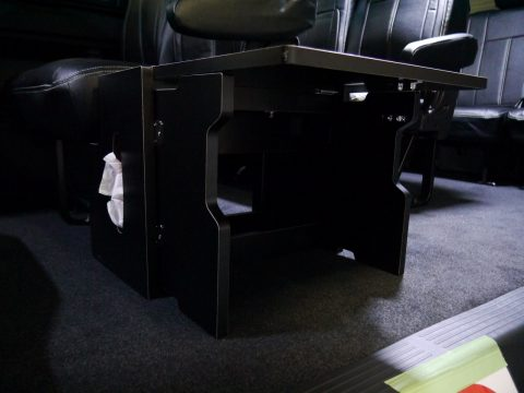 flexdreamサイドテーブル:テーブルを保持する脚も格納式!