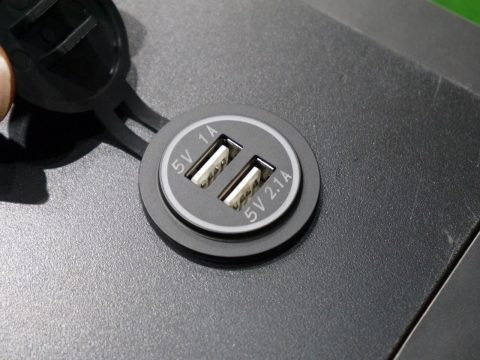 flexdreamサイドテーブル:USBポート二口搭載