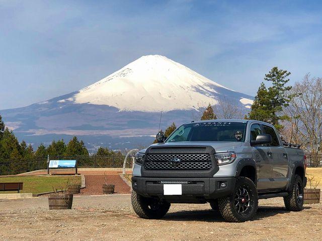 18y タンドラ クルーンマックスSR5 TRDオフロードPKG 2.5インチUP LINE-X IPF ブッシュワーカーOF ASSANTIOFFROAD Mt.FUJI 富士山