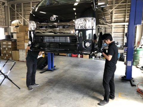 仕様変更☆新車ハイエースバン 一部改良後新型 ディーゼル4WDをノーマル→カスタムコンプリート仕上げ!