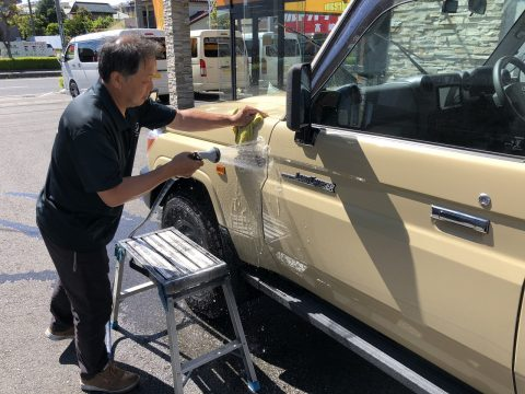 下取79ピックアップ洗車中