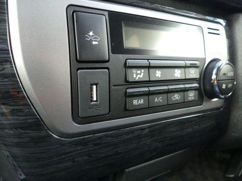 ナビ接続USBポート埋込