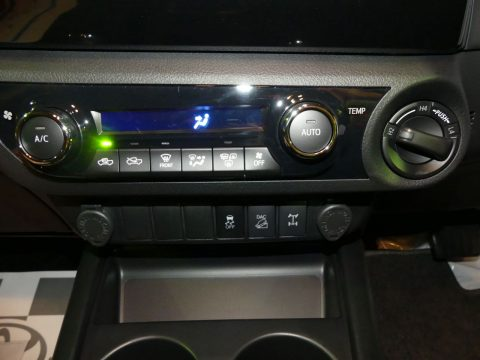 パートタイム4WD、リヤデフロック、ダウンヒルアシストコントロール、アクティブトラクションコントロール