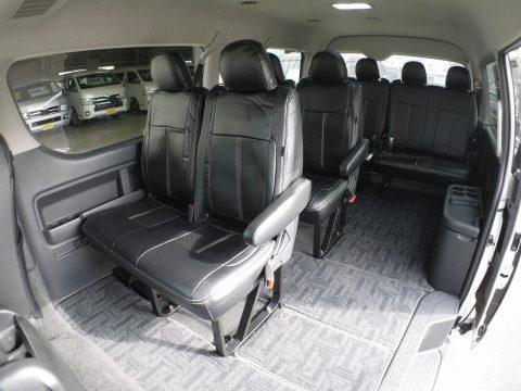 後部座席はオリジナルブラックシートカバー