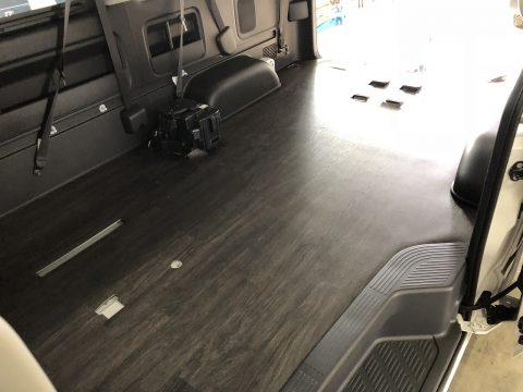 LINES床貼りワンオフ:全面フローリング完成