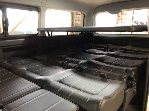 2段ベッドで大人数での車中泊が可能に♪