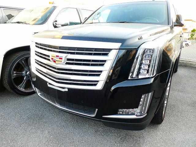 現行 Cadillac Escalade Platinum