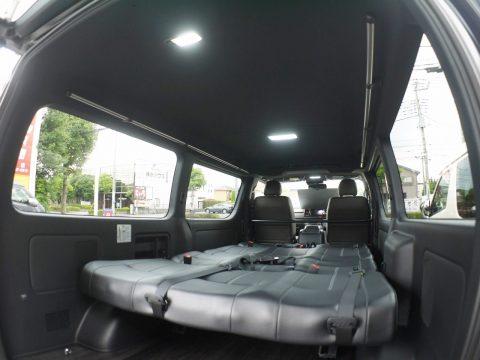 特別仕様のブラックルーフで快適な車中泊を
