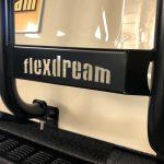 flexdreamリアラダー:ロゴはくり抜いてデザイン