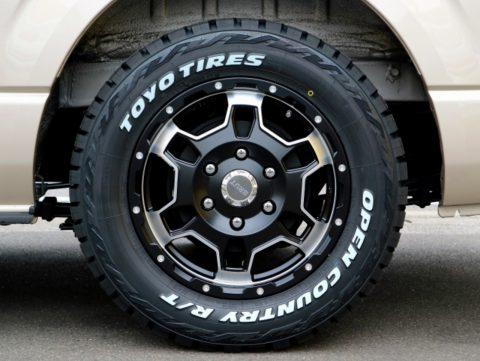 【仕様変更】話題のTOYO:オープンカントリーをBRUT:BR-66と組み合わせ!ディーゼル4WD×特設ベージュの新車スーパーロングに取り付けました♪