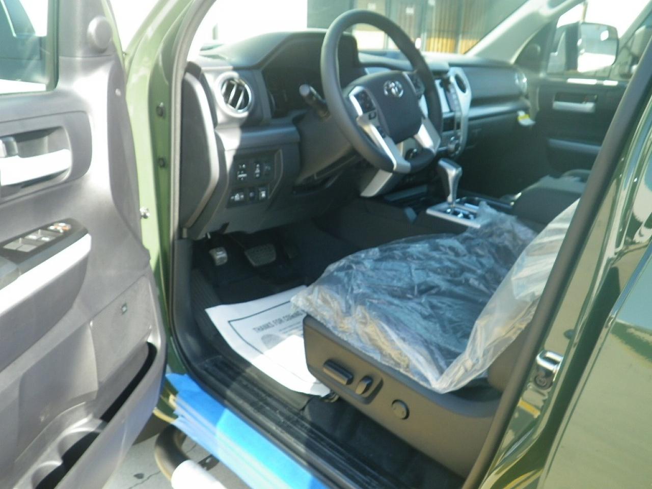 キャプテンシート&フロアシフト 専用内装 5人乗り プッシュスタート&スマートキー JBLサウンド 運転席・助手席パワーシート シートヒーター 純正オーディオ(AppleCarPlay対応)