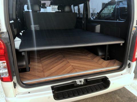 お客様オーダーカスタムのご紹介♪ワイドの新車ハイエースバンにフローリングフロア&ベッドキットを取り付けました!