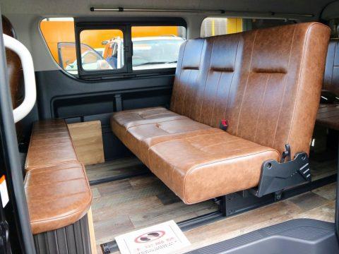 """在庫車特典満載♪ """"ヴィンテージブラウン""""でクラシックに仕上げた新車ハイエースワゴン 4WD FD-BOX2をご紹介!"""