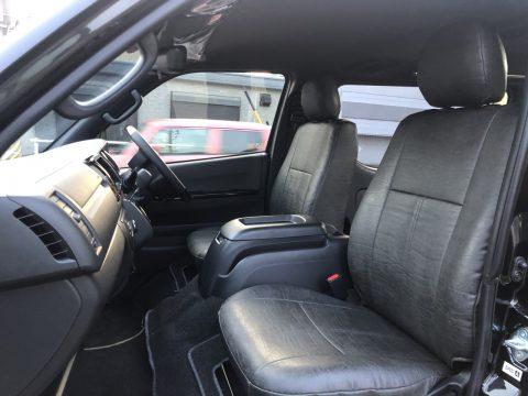 フロントシートも同素材でシートカバー製作!
