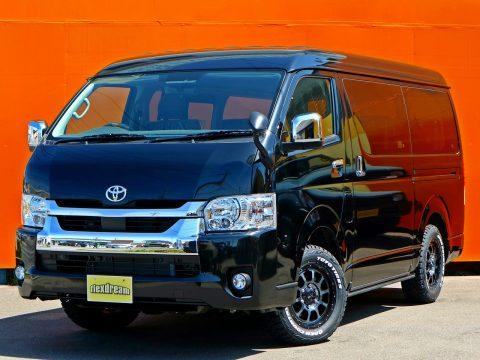 ヴィンテージブラウン生地のREVOシート!クラシックな内装で車中泊もできる♪ | 新車ハイエースワゴン GL 4WD FD-BOX3