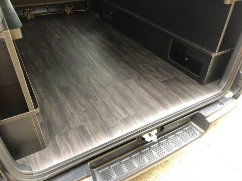 LINES製床貼りキットも同時施工!